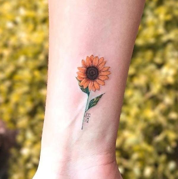 Gợi ý 15 hình xăm mini đẹp về hoa hướng dương dành cho bạn gái