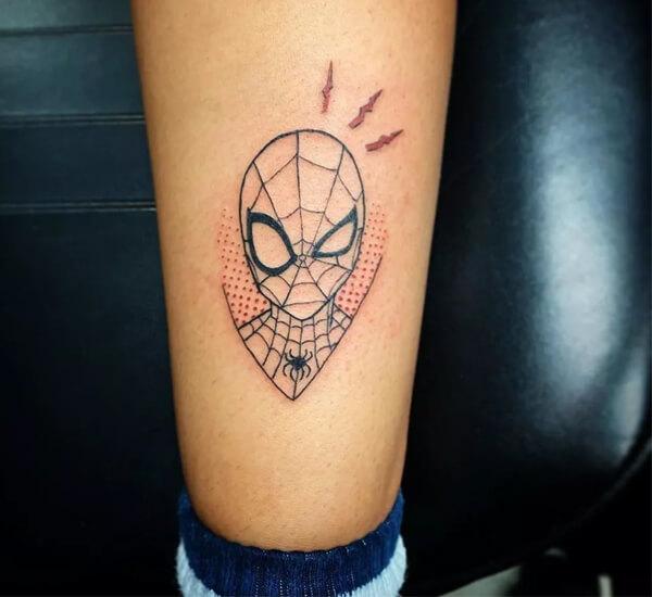 Hình xăm Spiderman trên chân
